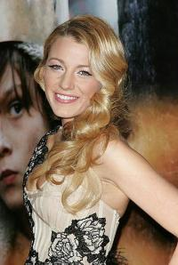 Blake Lively Channels Veronica Lake At A Film Premiere